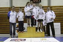 Družstvo pořádajícího SKB Český Krumlov (na snímku) v soutěži oblastních výběrů badmintonových nadějí Czech Talent 2013 kategorie U11 obsadilo konečnou pátou příčku, přesto okusilo pocity ze stupňů vítězů při závěrečném ceremoniálu.