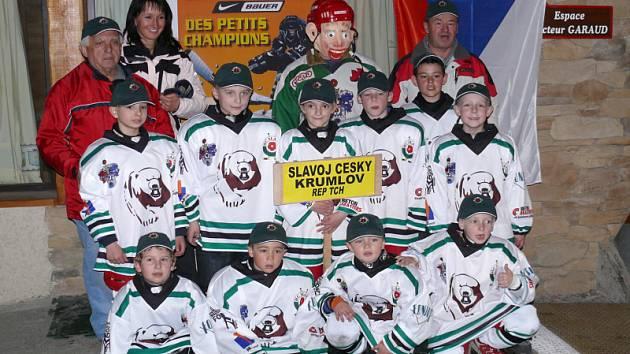 Mladší družstvo benjamínků Slavoje (ročníky 1999 až 2002), které si v konkurenci třiceti soupeřů ve Francii vybojovalo jedenácté pořadí, hlavně však sbíralo cenné zkušenosti.
