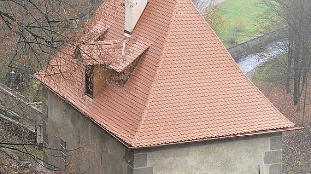 Prachárna na českokrumlovském zámku má novou střechu a fasádu.