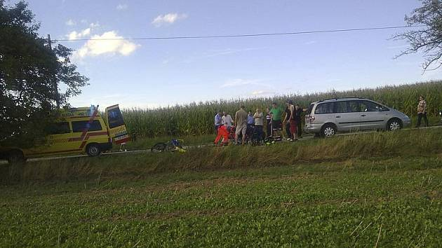 V sobotu odpoledne se u Pořešína těžce zranil motorkář.