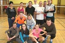 Křemežský turnaj neregistrovaných hráčů patří k nejstarším kláním tohoto druhu u nás, letos vstoupil již do čtvrté dekády (na snímku účastníci 31. ročníku).