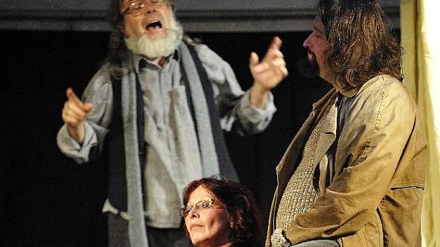 Na národní přehlídce Divadelní Třebíč obdržela inscenace Čechovova Racka čestná uznání za vytvoření několika postav.