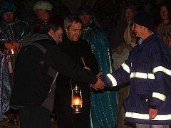Betlémské světlo přivážejí každoročně od roku 1990 do Horní Plané místní dobrovolní hasiči. K předání dochází v rámci tradičního živého Betléma.
