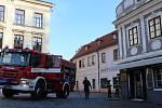 V centru Krumlova pod Plešiveckými schody unikal plyn.