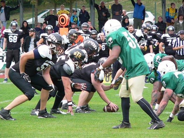 Utkání americké armády a Prague Black Panthers v americkém fotbale v Českém Krumlově.