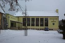 Kulturní dům nebo sportovní hala ve Zlaté Koruně.