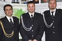 Vedoucí tří potápěčských družstev jihočeské potápěčské skupiny HZS. Uprostřed vedoucí českokrumlovského družstva Jiří Urban.