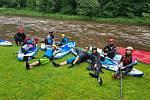 Paddleboardisti si spluli běžně nesjízdný úsek Malše mezi Kaplicí a Pořešínem. Díky dešťům bylo vody dost.