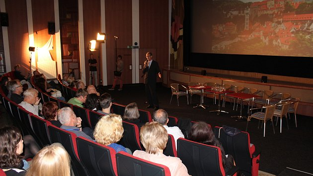 Veřejné názorové fórum projektu UNES-CO se konalo v českokrumlovském kině Luna.