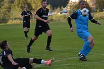 Select OP muži - 7. kolo: Sokol Kájov (modré dresy) - FK Slavoj Český Krumlov B 2:0 (1:0).