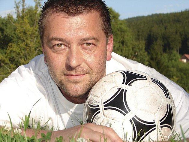 Vybrané zápasy týmů z okresu bude v podzimní části sezony komentovat zkušený frymburský obránce Václav Tomka.