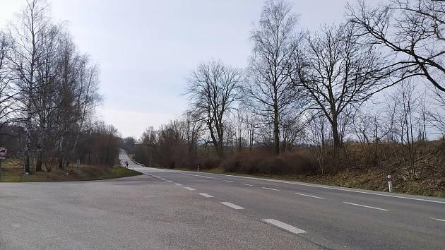 Současná podoba křížovatky na vjezdu do Velešína směrem od Českých Budějovic.