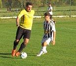 Oblastní I.B třída (skupina A) – 10. kolo: FK Spartak Kaplice (bíločerné pruhované dresy) – TJ Sokol Olešnice 2:1 (1:0).