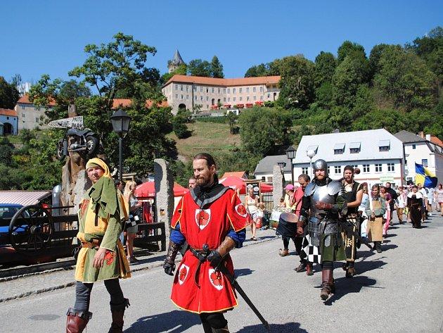 V Rožmberku měli slavnosti, od hradu na náměstí prošel historický průvod.