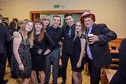 Hasiči se v Holubově na plese výborně bavili. Na snímku jsou hasiči z Netřebic.