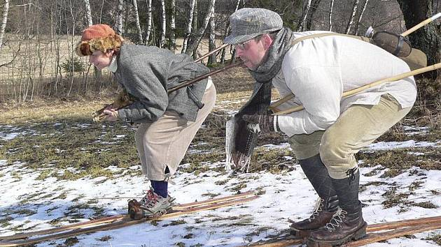 Jak za starých časů. Lyžníci z Horní Plané, které nerozhodí ani to, že není sníh.