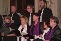 V ˇVeském Krumlově na Česko zpívá koledy zazpívá sbor Musica Divina.