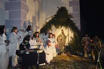 Živý betlém u kostela v Besednici.