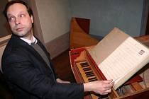 Ondřej Macek zahrál v Pohádkovém domě úryvky z Vivaldiho opery Agrippo.
