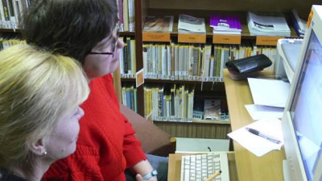 Českokrumlovská knihovna disponuje i počítačem, který mohou používat slepí uživatelé. Zájem je však stále slabý.