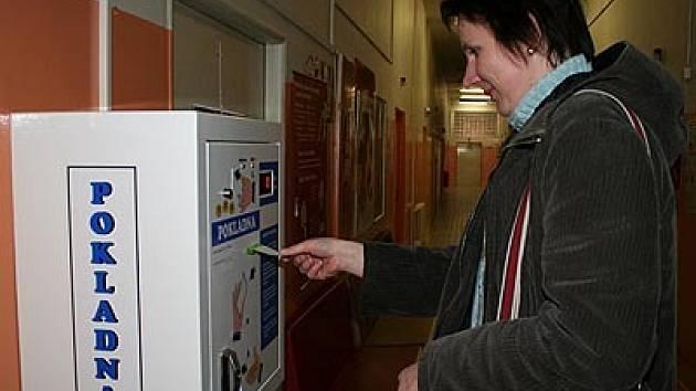 S automaty by neměli mít pacienti žádné problémy. Ovládání je velice jednoduché.