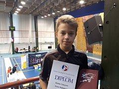 Nejlepší výsledek z krumlovského žákovského trojlístku na šampionátu v Liberci vybojoval v deblu stříbrný Robin Tancer (na snímku).