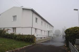 Azylové zařízení ve Wullowitzu leží jen pár desítek metrů od hraničního přechodu v Dolním Dvořišti.