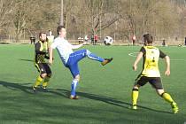 Hlubocká zimní liga – 3. kolo: FK Spartak Kaplice (žlutočerné dresy) – FK Protivín 4:2 (1:1).