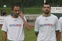 Poprvé kaplické barvy obléklo zkušené exkrumlovské duo David Benc a Petr Boháč (zleva, ještě v dresu Slavoje).
