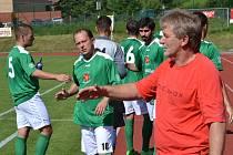 Po dlouhodobé práci u nadějí v krumlovském dorostu se trenér Václav Domin (v popředí) vrací k prvnímu týmu zelenobílých.