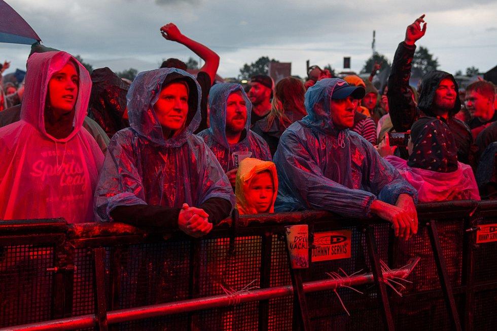 Diváky Festivalu Hrady CZ v Rožmberku nad Vltavou sužoval vytrvalý déšť.
