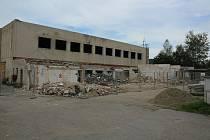 Staré sportovní hale u učiliště v Kaplici odzvonilo.