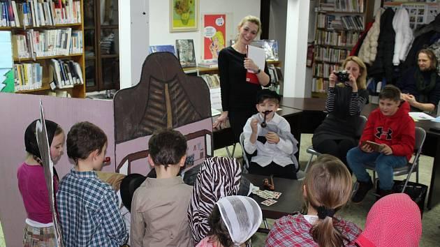 V Českokrumlovské knihovně vystoupil divadelní soubor Sluníčko při ZŠ Linecká a dramatický soubor Dětské studio při Městském divadle Český Krumlov.