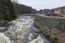 Koryto Vltavy u Loučovic pod lipenskou přehradou.