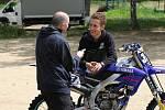 Naši přední motokrosaři a účastníci Rallye Dakar na čele s Martinem Michkem byli trénovat v Blanské kotlině u Kaplice.