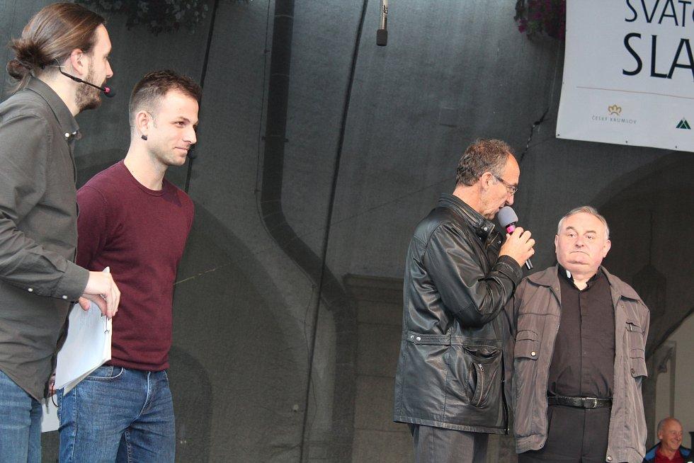 Bez tradičního setkání Václavů a Václavek se Svatováclavské slavnosti v českém Krumlově nemohly obejít.