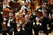 Moskevský violoncellista zahraje Dvořáka a Brahmse.