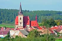 Obec Chvalšiny s kostelem sv. Máří Magdalény