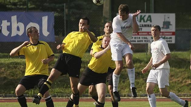 """Takzvané """"malé"""" derby béček krumlovského Slavoje a kaplického Spartaku (momentka z minulého ročníku, kdy slavojáci doma vyhráli v poměru 3:1) je vždy velmi prestižní záležitostí."""