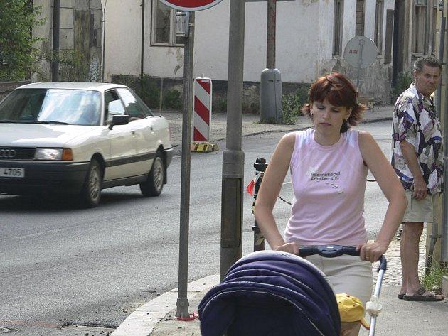 Ulice Objížďková září novotou.