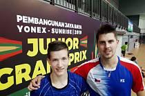 Krumlovští badmintonisté Tomáš Švejda a Jaromír Janáček i s trenérem Votavou absolvují v těchto dnech měsíční kemp v Indonésii.