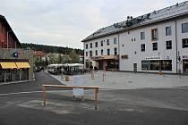 Lipenský areál získal nový upravený prostor obklopený službami potřebnými pro komfort obyvatel i návštěvníků.