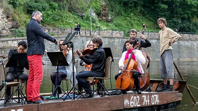 V Českém Krumlově naposledy Jihočeská filharmonie hrála na voru.