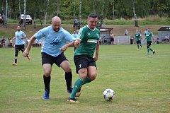 Zlatokorunští v rámci letní přípravy vyhráli turnaj v Holubově, kde přestříleli 6:3 Černý Dub (na snímku vlevo Tomáš Weinhard) a ve finále zdolali poměrem 2:0 domácí tým.