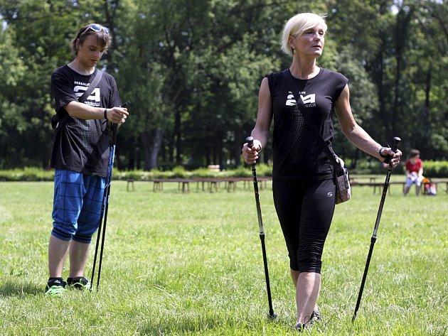 Nordic walking je stále populárnější
