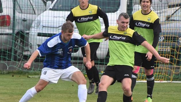 TJ Osek (zelenožluté dresy) – FK Slavoj Český Krumlov 3:3.