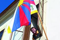 Zlatokorunská radnice náleží k obcím, které 10. března vyvěšují tibetskou vlajku.  Na snímku starosta obce Milan Štindl.