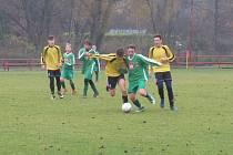 KP starší žáci – 13. kolo: FK Spartak Kaplice (žluté dresy) – FK Slavoj Český Krumlov 6:0 (4:0).