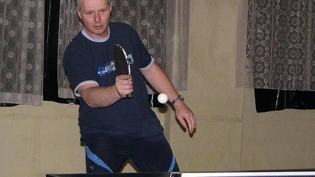 Malontská jednička Pavel Beneš (na snímku) přispěla k výhře Hraničáře na stolech krumlovských Seniorů a návratu svého týmu na druhé místo průběžné tabulky okresního přeboru.