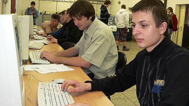 Z každé školy soutěžili dva studenti. Za Velešín to byli Václav Truka (vpravo) a Ondřej Vacek, kteří zvítězili.